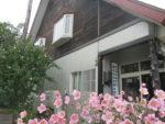 藤間知枝宅に滞在の、元・歌舞伎座絵師「鈴木敬三」氏の舞台背景制作の様子です。