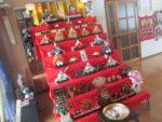 藤間知枝のお雛様を飾った「自宅稽古場」での可愛い生徒さんたちです。
