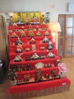 藤間知枝のお雛様を飾った「自宅稽古場」で「アナと雪の女王」に変身です。