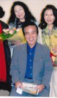 飯塚雅幸が某スタジオで、憧れの「スリーグレイセス」の皆さんとのシーンです。