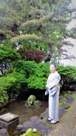 藤間知枝「ペアーレ日本舞踊教室」への送迎の待ち時間「花火公園」でサックスの練習です。