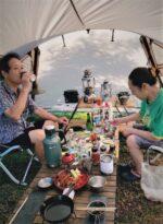 飯塚雅幸&藤間知枝の自宅庭のテントでの「安上りパーティ」です。